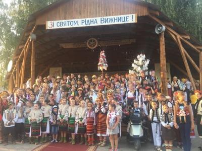У Вижниці встановили рекорд з найбільшої кількості людей, вбраних у традиційні гуцульські кептарі