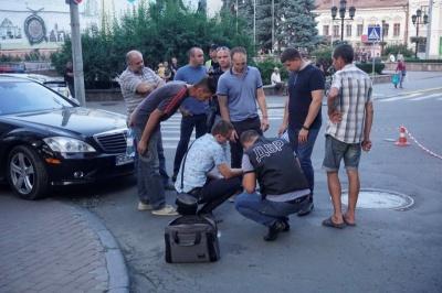 Затримання у центрі Чернівців: заарештували поліцейського