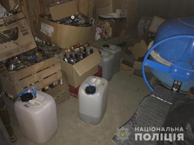 Закупили наркотики та 800 пляшок алкоголю: у поліції розповіли, як затримували поліцейського-наркоторговця з Чернівців