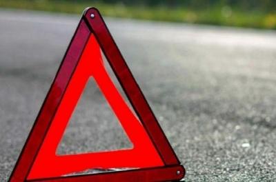 У Чернівцях водій з ознаками сп'яніння злетів з легковиком на територію парку
