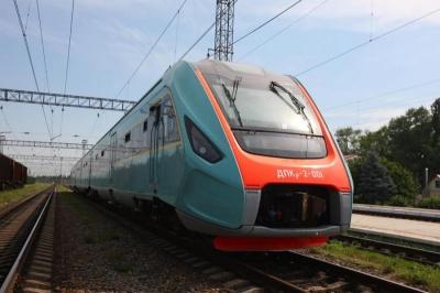 Дизель-поїзд «Чернівці–Львів» повернувся на маршрут після ремонту