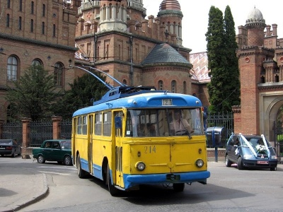У Чернівцях замість обіцяних 65 тролейбусів курсує лише 40
