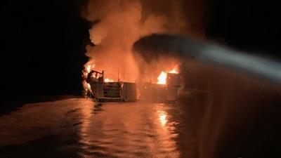Біля Каліфорнії загорілося судно, десятки пасажирів зникли безвісті