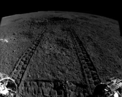 Китайський місячний всюдихід виявив на Місяці незвичайну речовину