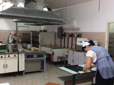 У 18-ти школах і дитсадках Чернівців відновили харчування