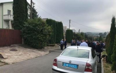 У Тернополі під будинок ректора університету підкинули вибухівку: пакет розірвався в руках