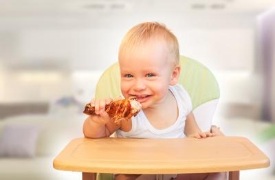 Коли вводити у меню дитини м'ясо та рибу