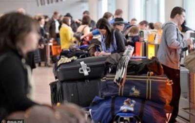 На яку зарплату українці їдуть працювати за кордон