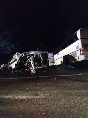 Смертельна ДТП: «бус» влетів у туристичний автобус із дітьми з Буковини – фото