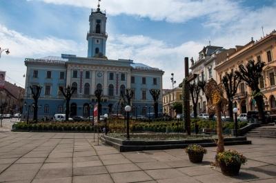 Демонтаж хреста у центрі Чернівців: що вирішила міськрада