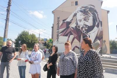 У Чернівцях відкрили мурал із зображенням Івана Миколайчука - фото
