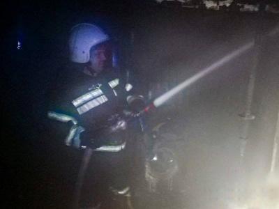 На Буковині через замкнення електромережі згорів легковик