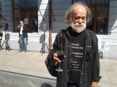 Поет на вулиці Кобилянської: художник Федірко представив чергову інсталяцію - фото