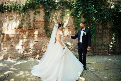 В моді мінімалізм і натуральність: на Буковині стартував осінній сезон весіль