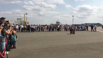 """Літак з українськими бранцями сів у """"Борисполі"""""""