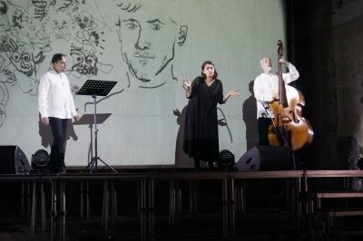 У Чернівцях на виставі за участю Андруховича був переповнений костел