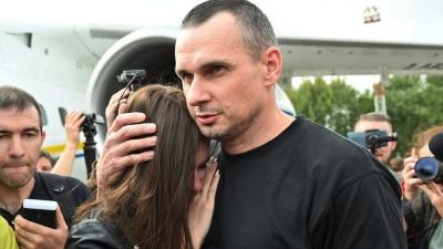 Мати звільненого Сенцова виїхала з окупованого Криму, щоб зустрітися з сином