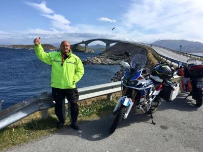 На мотоциклі – на «край землі»: лікар з Чернівців проїхав понад 9 тисяч км до найпівнічнішої точки Європи