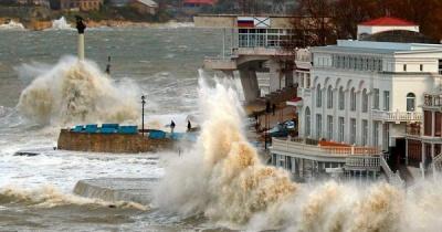 Потужний шторм у Криму забрав життя щонайменше 4 людей: вражаючі фото