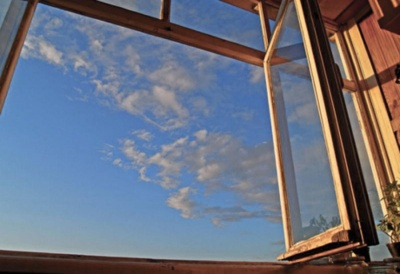 У Чернівцях 19-річна дівчина стрибнула з вікна на 9 поверсі