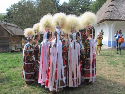 У музеї просто неба Чернівців влаштували справжнє весільне свято – фото