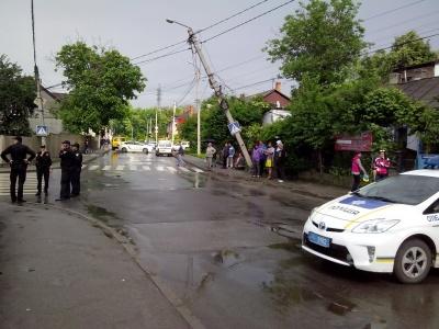 На Буковині водії від початку року збили вже 40 електроопор