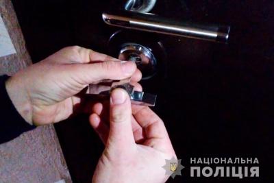 У поліції Буковини попередили про новий спосіб зламу замків у квартирах