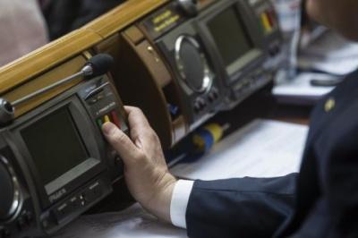 """Нардепи підтримали скасування """"правок Лозового"""" у першому читанні"""