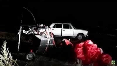 Біля кордону на Буковині затримали дельтаплан із цигарками і 4 контрабандистів