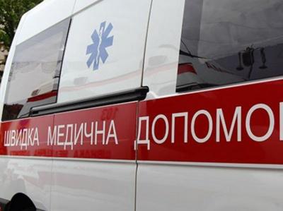 У Чернівцях в кареті швидкої помер чоловік, якому стало зле у тролейбусі
