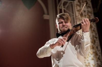 Скрипаль Костянтин Лукинюк дасть благодійний концерт у костелі в Чернівцях