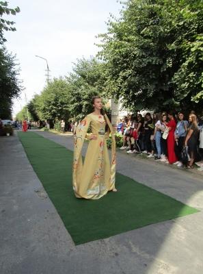 У Чернівцях показали одяг, присвячений пісням Івасюка – фото