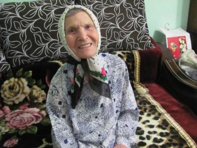 """""""Мама і зараз хоче бути красивою"""": чернівчанка відзначила 100-літній ювілей"""