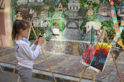 «Мій світ і мої мрії»: у Чернівцях 50 особливих діток презентували свої картини на інклюзивній виставці