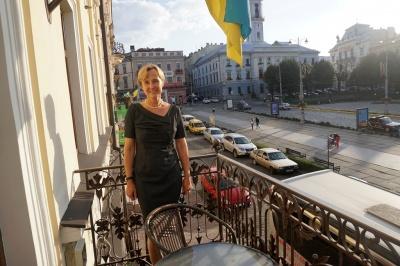 «Передам усім, щоб їхали в Чернівці»: посол Німеччини розповіла, як вивчила українську