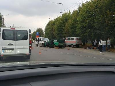 Смертельна ДТП у Чернівцях: зіткнулись два авто, попередньо двоє загиблих