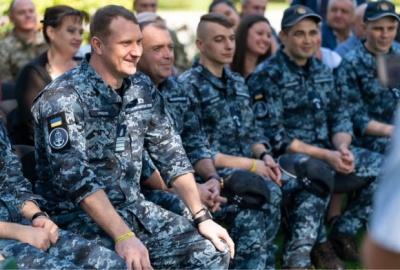 Звільнені моряки їдуть додому — Денісова
