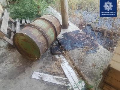 Чернівчани поскаржились у поліцію на їдкий запах: розлилась хімречовина