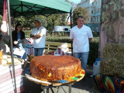 Сыр весом 164 кг: в Черновцах установили новый рекорд Украины - фото