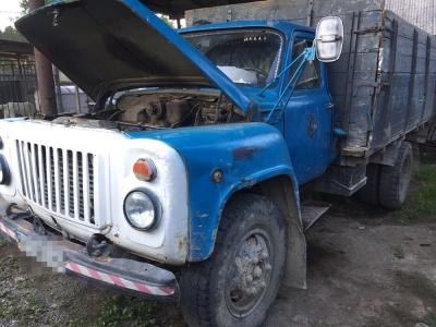 У Чернівцях під час ремонту вантажівки смертельно травмувався чоловік