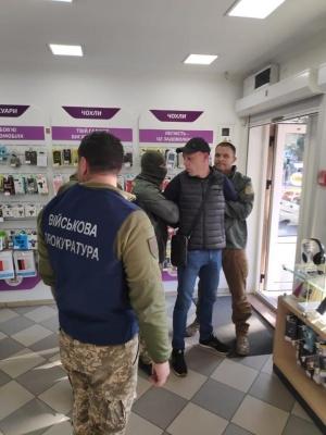 На Буковині затримали двох прикордонників, які допомагали переправляти цигарки до Румунії