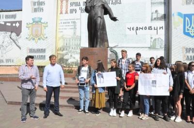В Черновцах почтили  пять Гонгадзе и всех погибших журналистов - фото