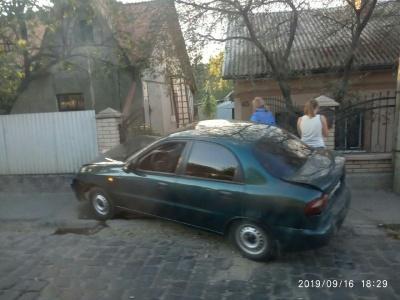 """ДТП на Калічанці: """"Ауді"""" протаранив """"Деу"""", яке врізалось у паркан"""