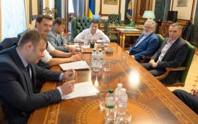 """Зеленський і Коломойський шукають """"компроміс"""" щодо Приватбанку"""