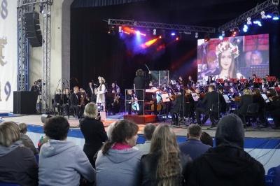 Симфонічний Івасюк: як пройшов перший день «Червоної рути» в Чернівцях – відео