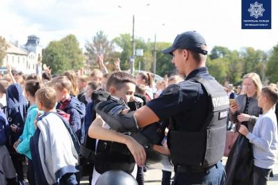 «Танцюй проти булінгу!»: у центрі Чернівців провели флешмоб