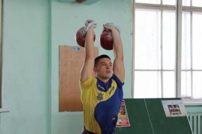 Силач із Буковини виборов два «золота» на змаганнях у США