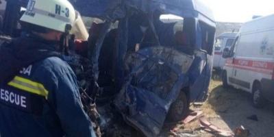 Переповнена маршрутка зіткнулась з вантажівкою: дев'ять осіб загинуло
