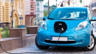 У Чернівцях міськраду просять звільнити власників електрокарів від оплати послуг стоянки