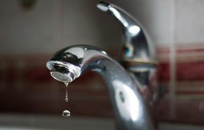 Значна частина Чернівців у понеділок буде без води